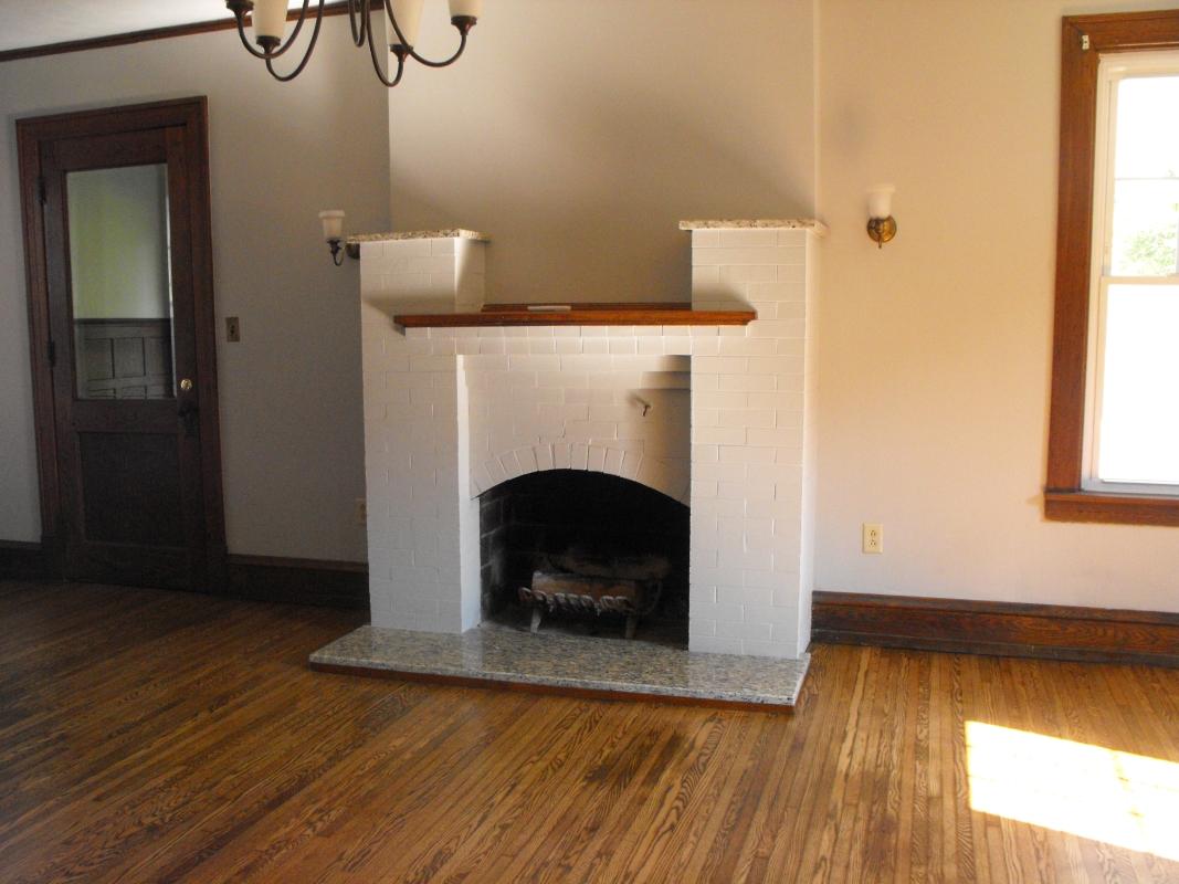 Living_Room_Gas_Fireplace.JPG