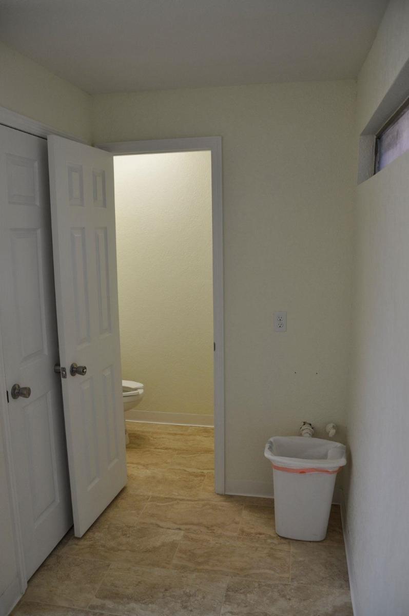 3848_S_Florida_Ave_Interior_bathroom.JPG
