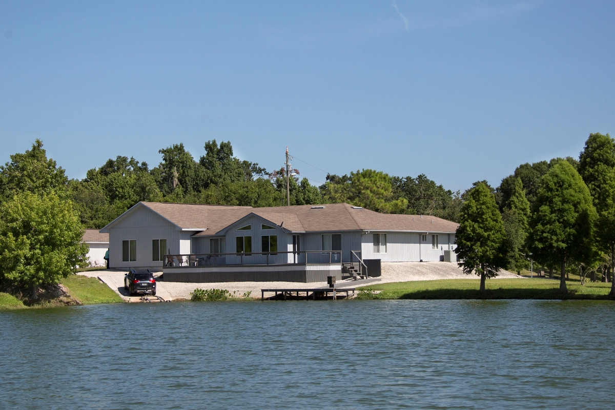 Osprey_Point_Trophy_Bass_Lake_House_1.jpg