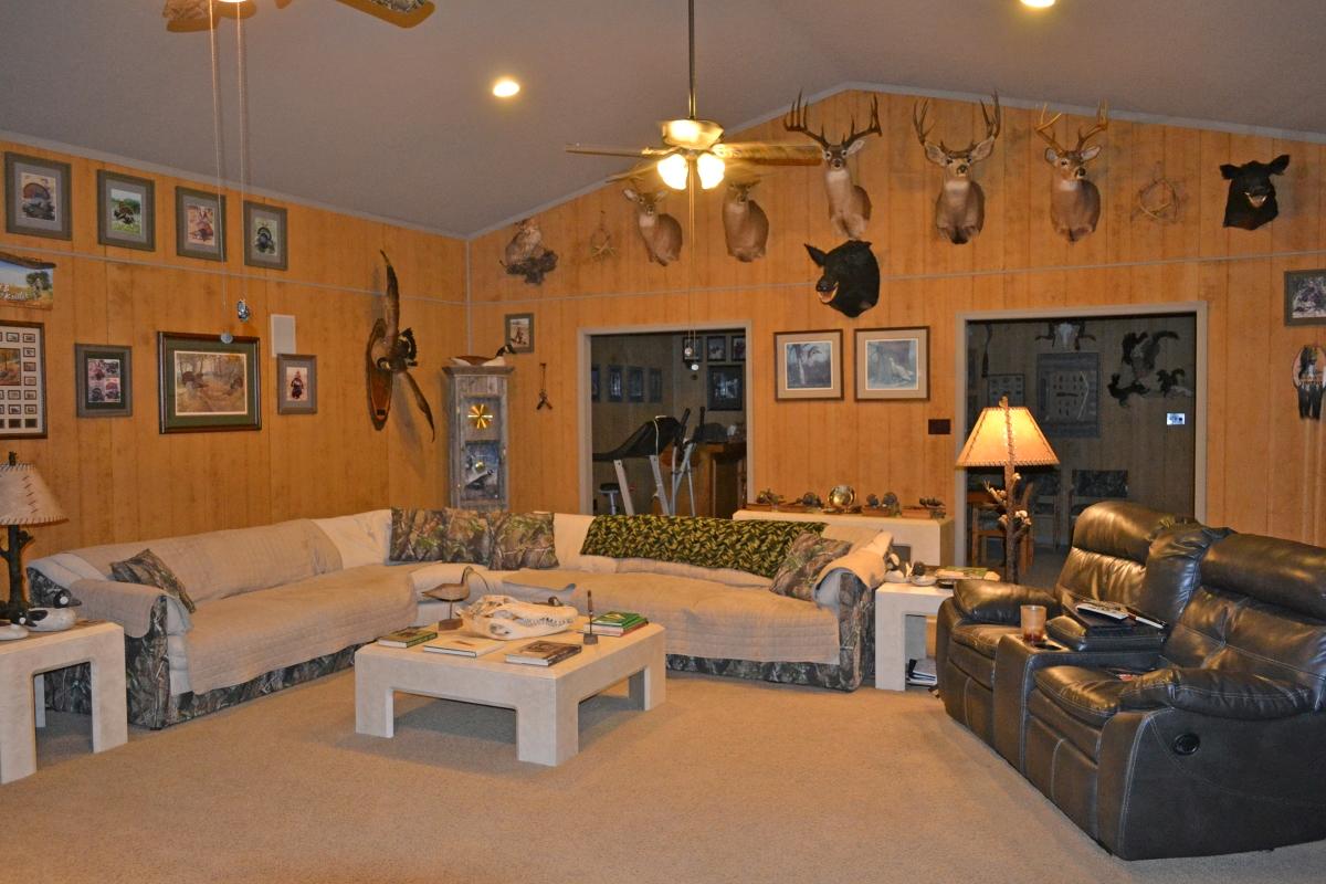 Osprey_Point_Trophy_Bass_Lake_House_Interior_2.jpg