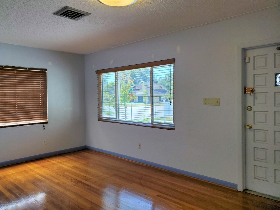 Private_office_entry_way_2nd_view_.jpg
