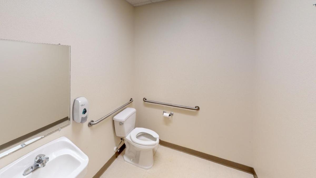 Little_Road_Bathroom.jpg