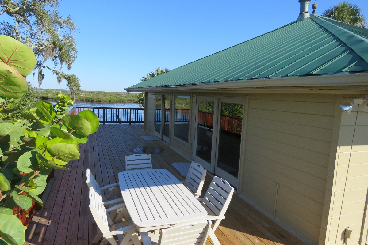 Tarpon_Key_Lodge_Deck.jpg