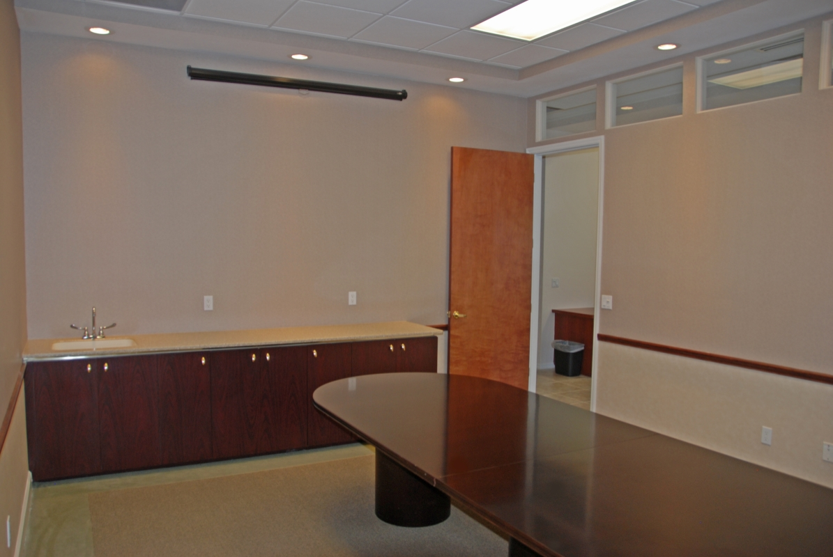 Conference_Room_with_Table.jpg