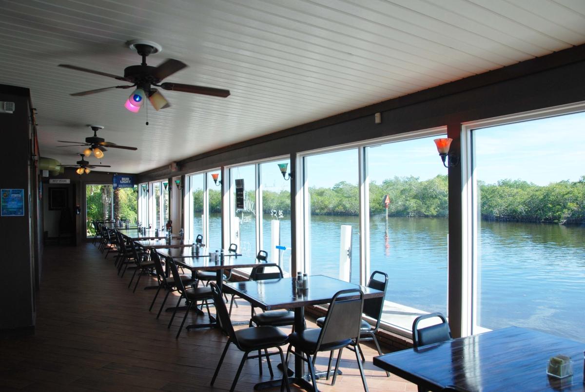 acbg_waterfront_dinning_2.jpg