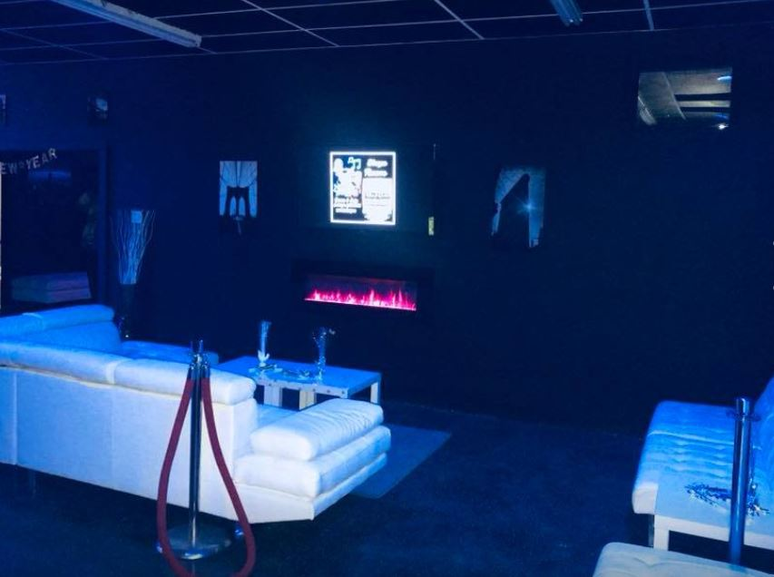 Blaque_Room_Photo_4_Fireplace.JPG