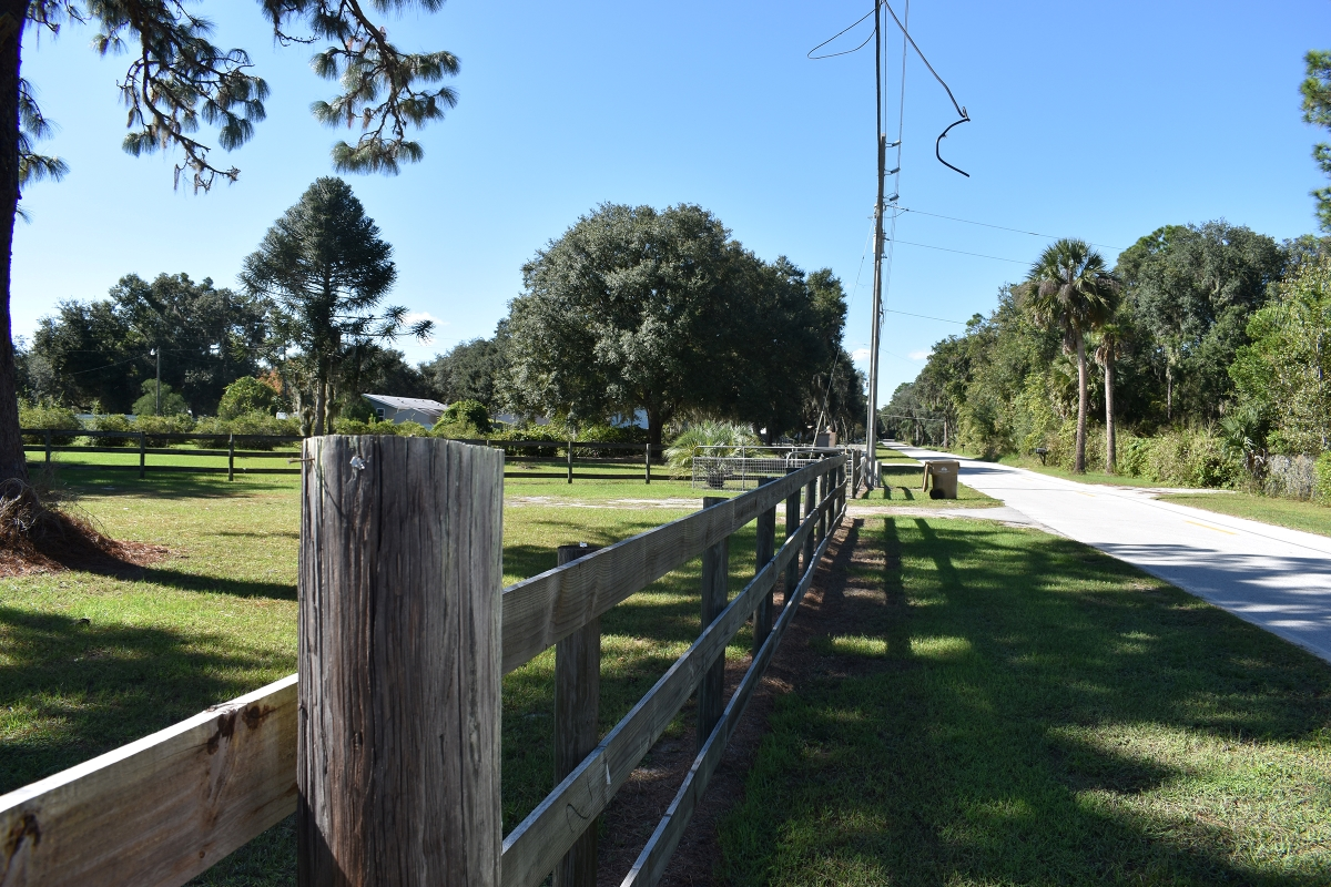 Leesburg_Mobile_Home_and_Acreage_Fence.jpg