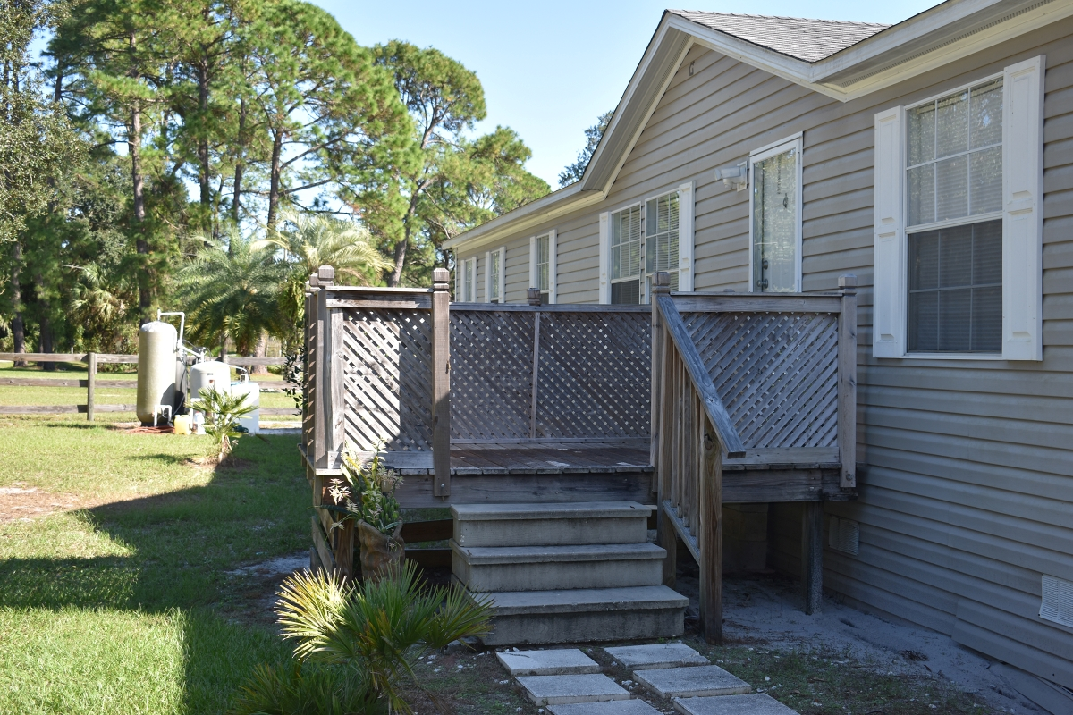 Leesburg_Mobile_Home_and_Acreage_Home_Porch.jpg