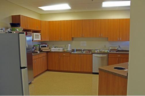 Photo_8383_Greenway_Blvd_kitchen.JPG