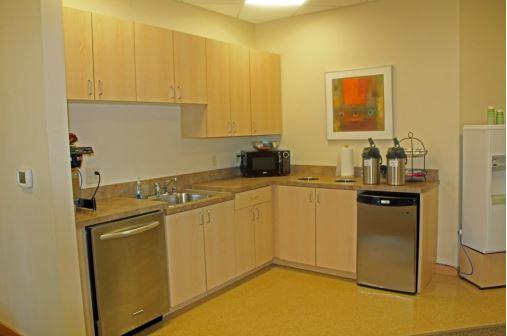 Photo_8383_Greenway_Blvd_kitchen_2.JPG