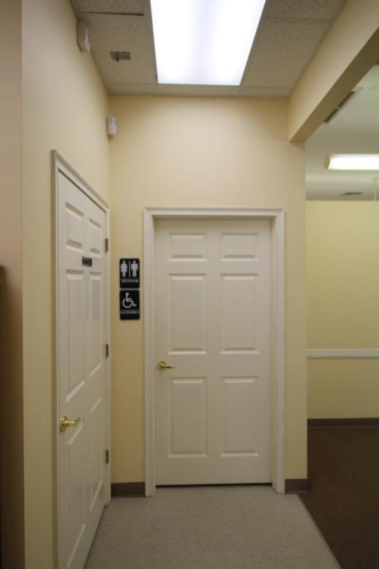 11_Handicap_accessible_bathroom.JPG