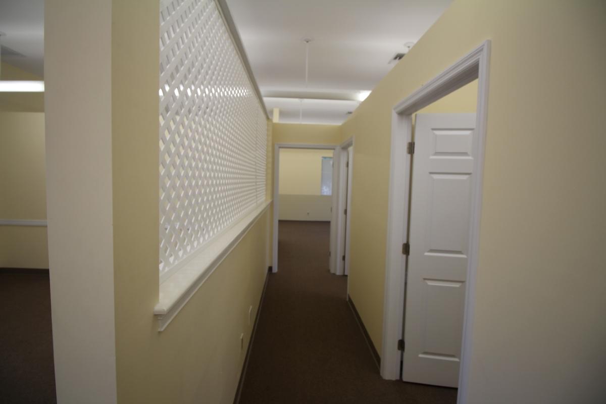 3_corridor_toward_office_and_room.JPG