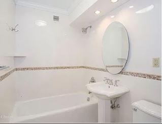 Riverdale_Bathroom.JPG