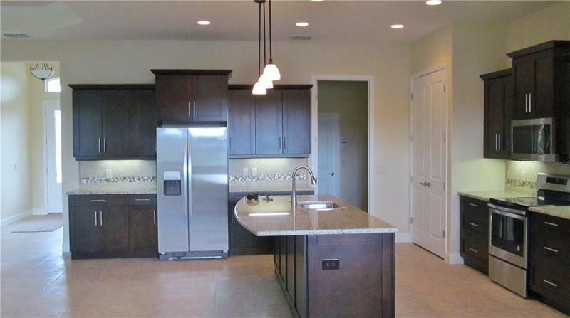 3194Pearly_Kitchen1.jpg